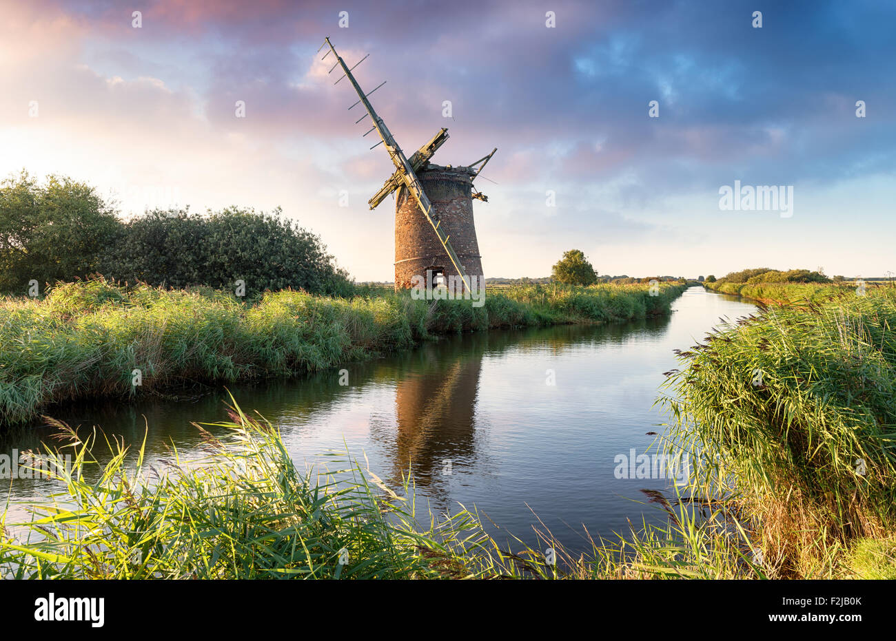 Les ruines de l'Brograve moulin sur les Norfolk Broads en mer Palling Photo Stock