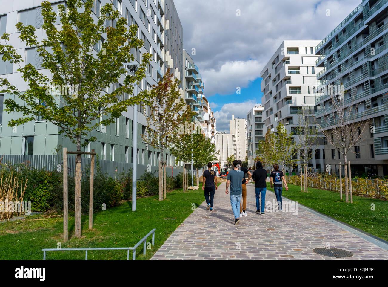 Paris France Groupe Francais De Marcher Dans La Rue Nouveau