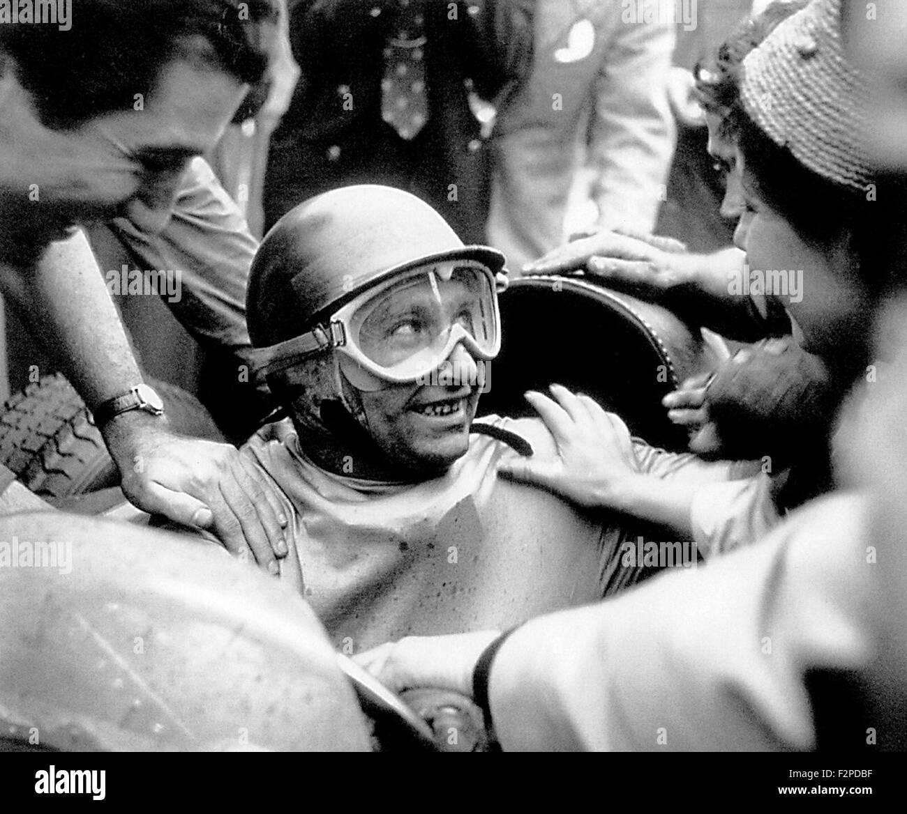 Juan Manuel Fangio Andreina et après avoir remporté un Grand Prix 1950 Photo Stock