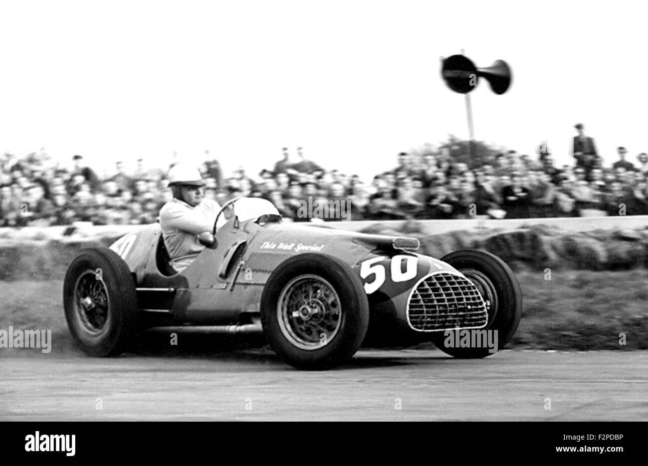 Jose Gonzales instituteur à parois fines dans une Ferrari à Goodwood spécial années 50 Photo Stock