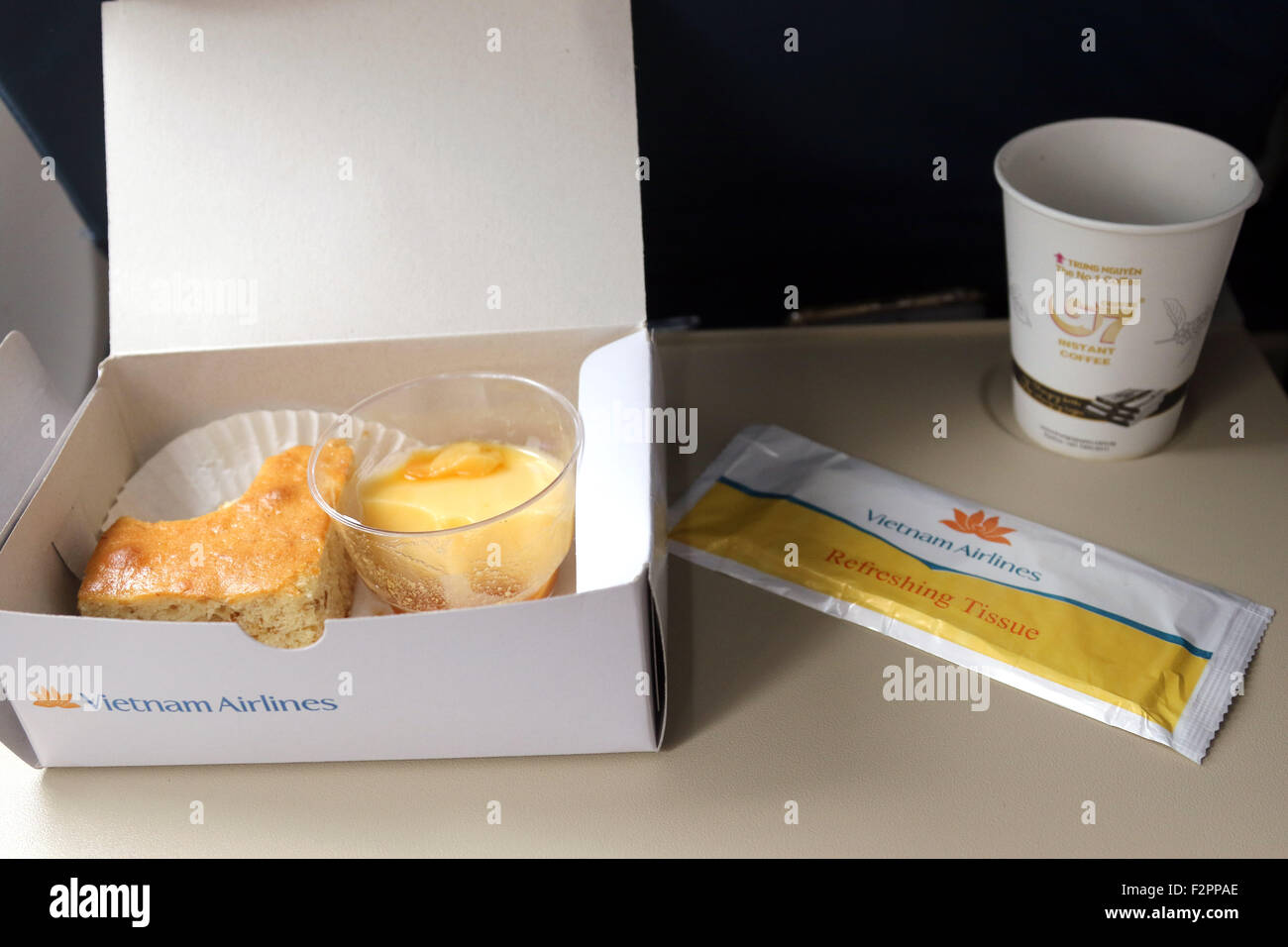 La compagnie aérienne Vietnam Airlines meal food drink essuyer Photo Stock