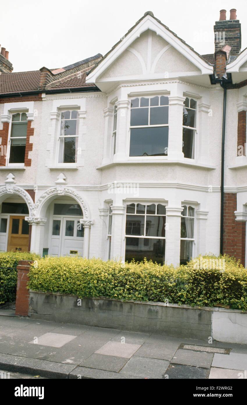 Maison Peinte En Blanc Exterieur extérieur d'une maison de ville victorienne avec terrasse