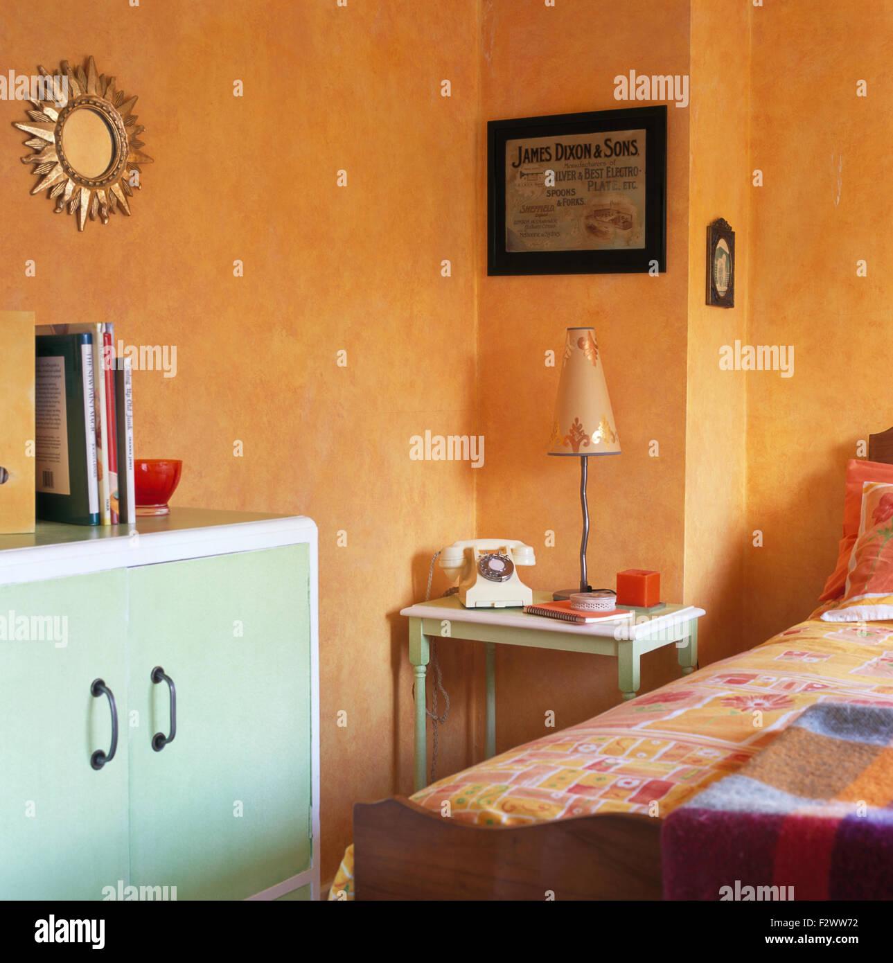 Peinture À L Éponge Sur Mur style années 50 peint en orange 90 placard chambre avec