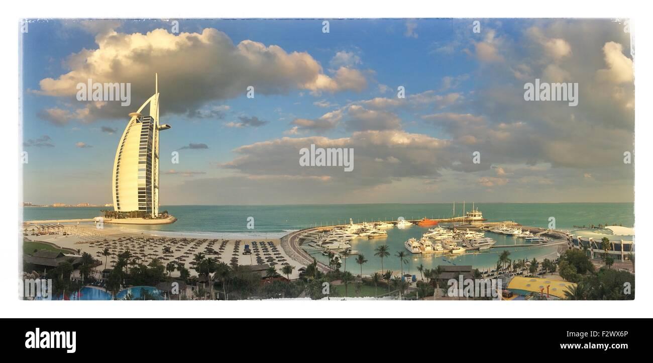 La plage de Jumeirah, Burj Al Arab, Dubai, Émirats arabes unis, Moyen Orient Photo Stock