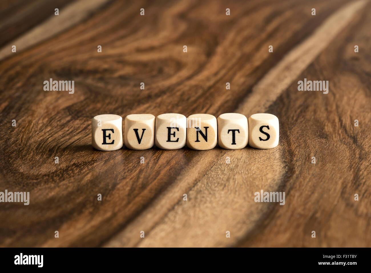 Mot d'événements sur des cales en bois en arrière-plan Photo Stock