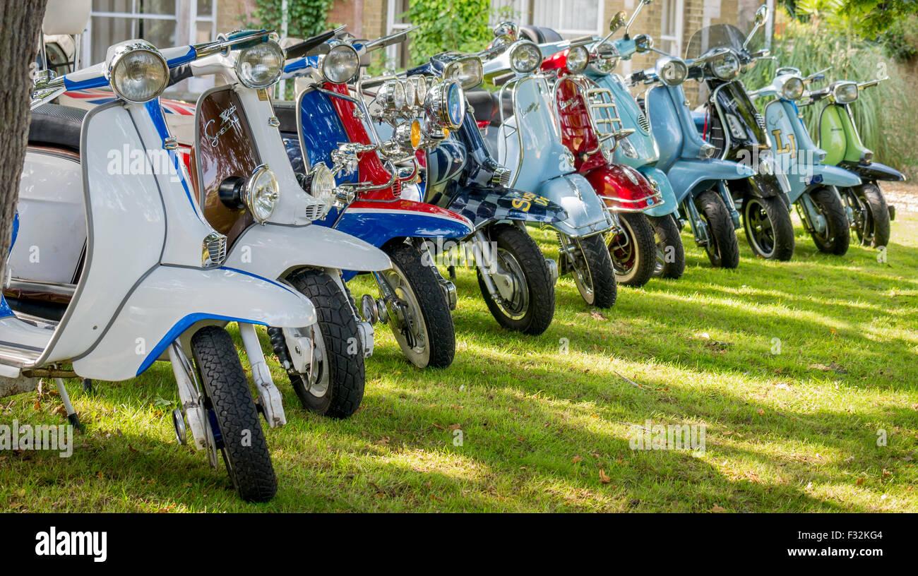 Collection de scooters Vespa et Lambretta classique Banque D'Images