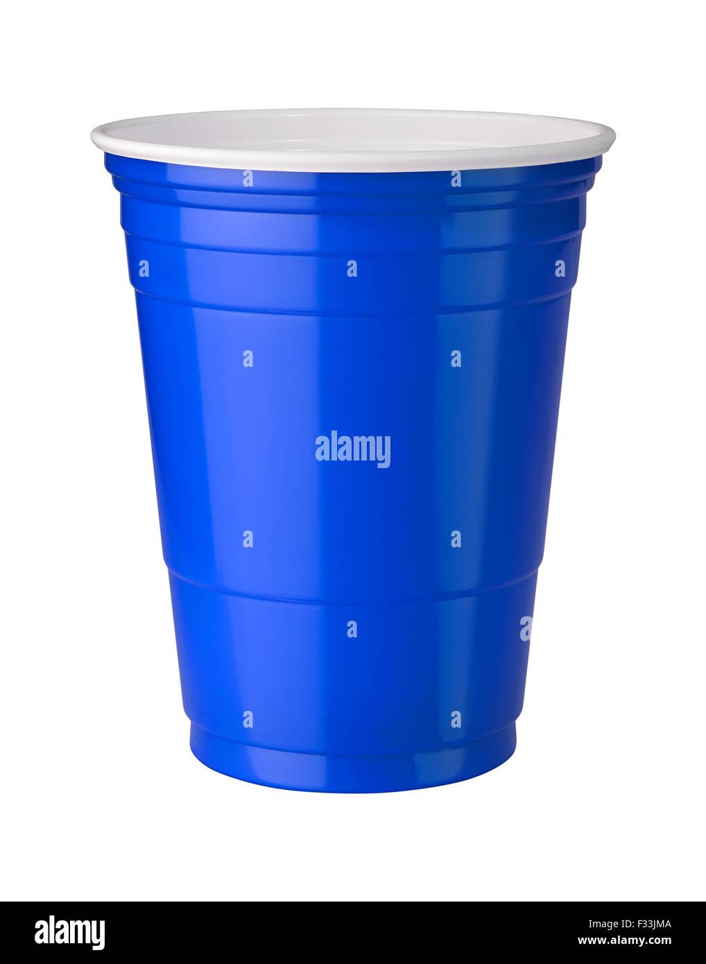 Tasse en plastique bleu isolé sur blanc. Photo Stock