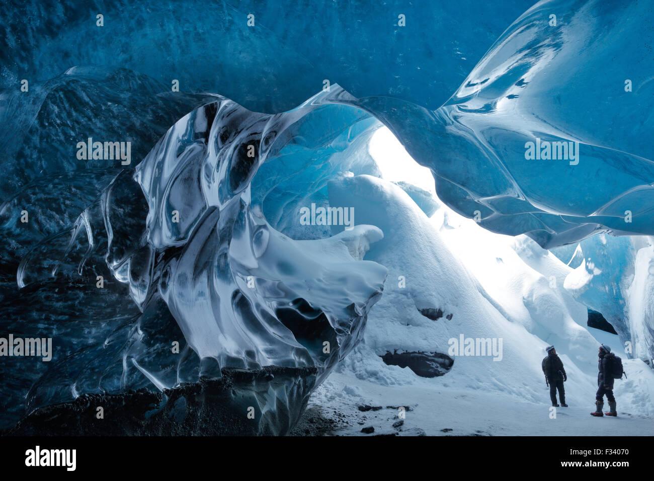 Une grotte de glace sous le glacier, Breidemerkurjokull est de l'Islande Photo Stock