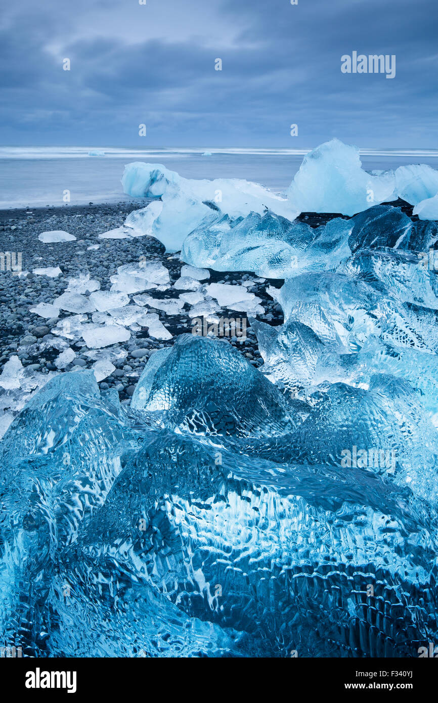 La glace dans la plage à Jökulsárlón, Islande Photo Stock