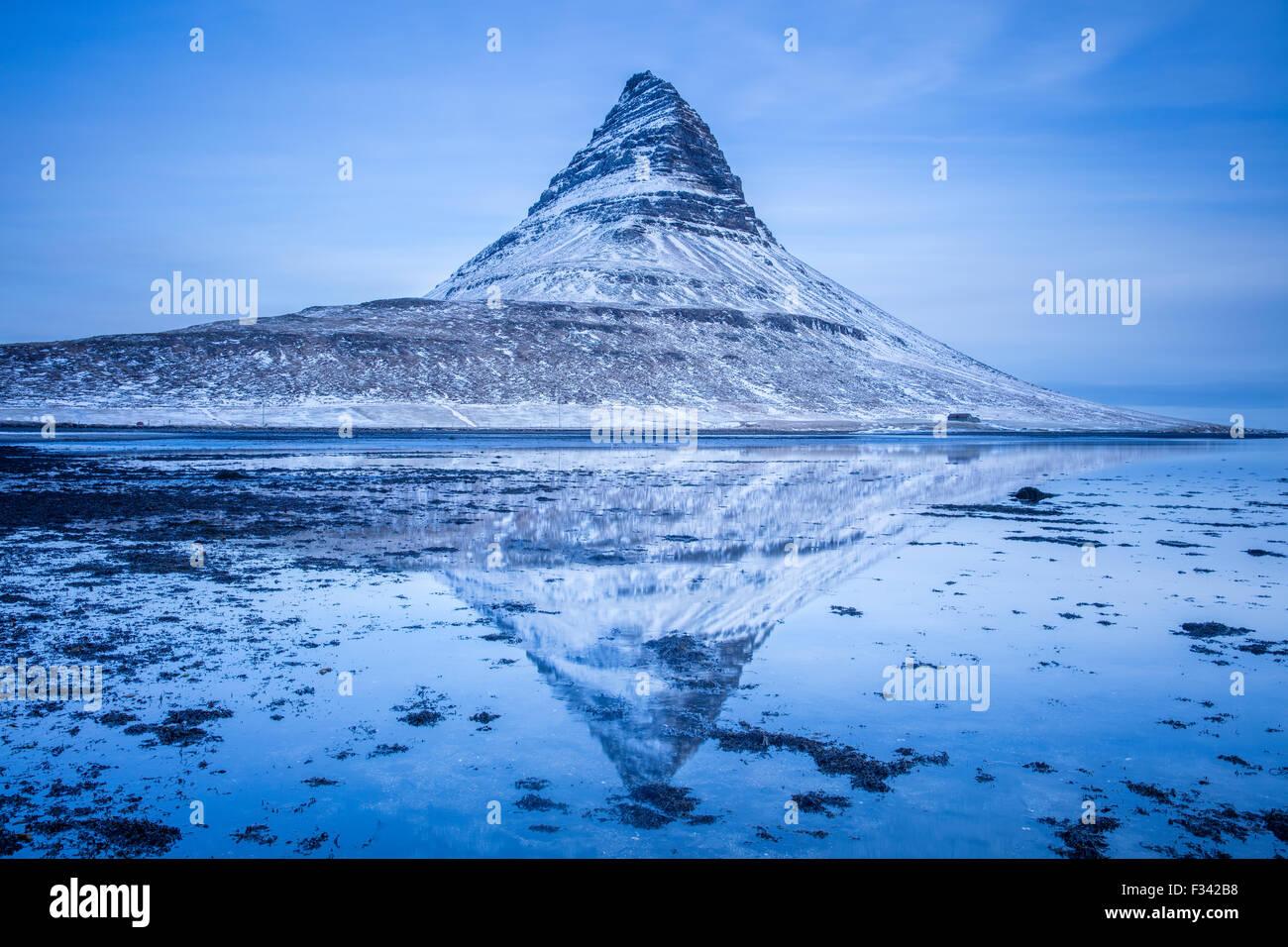 Kirkjufell à l'aube, l'Islande, Péninsule de Snaefellsness Photo Stock