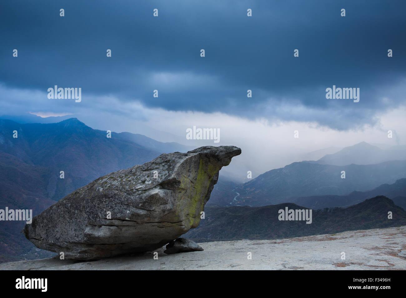 Hanging Rock et la Kaweah Valley, Sequoia National Park, California, USA Photo Stock
