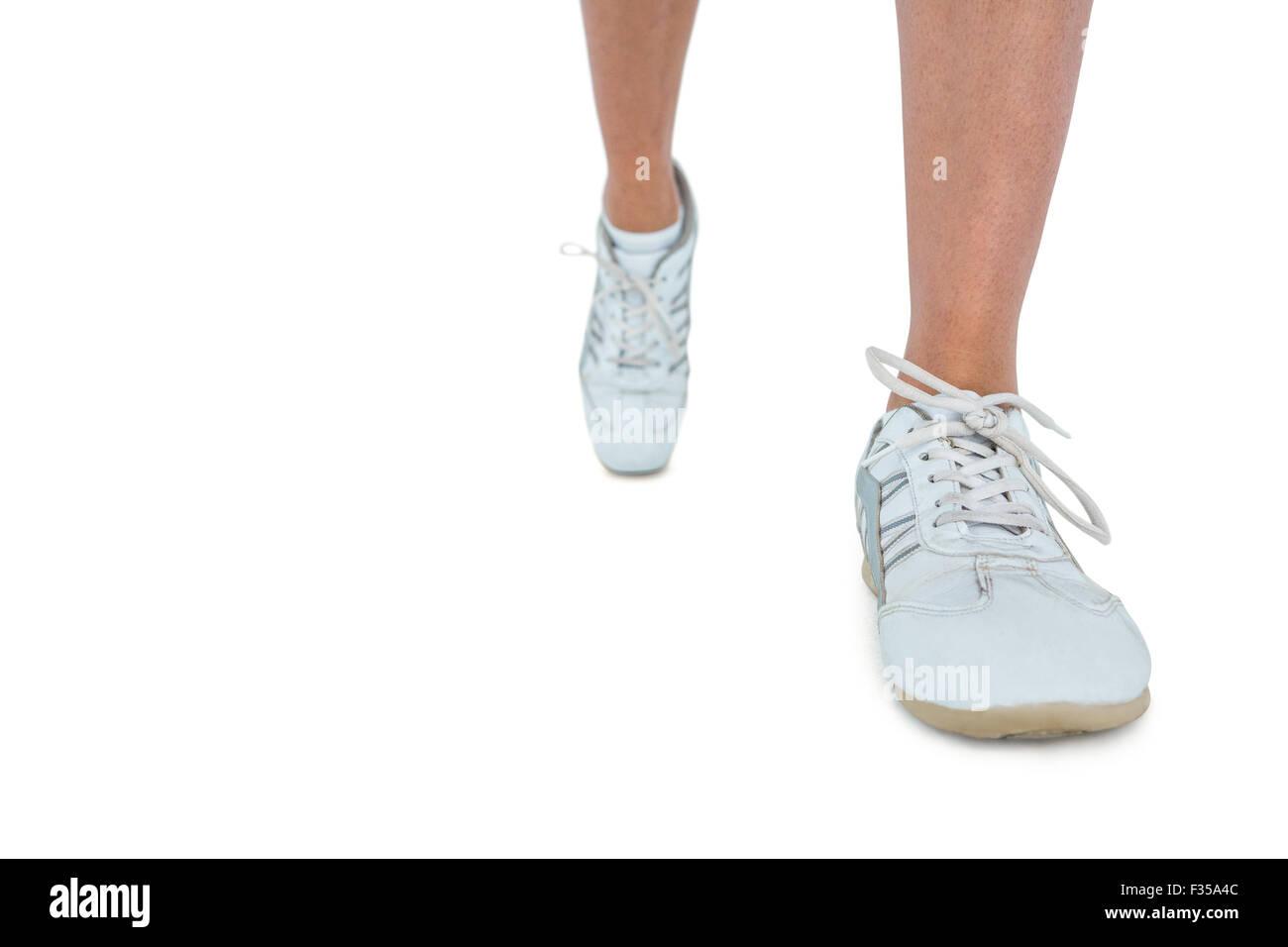 La section basse de femme portant la chaussure de sport running Photo Stock