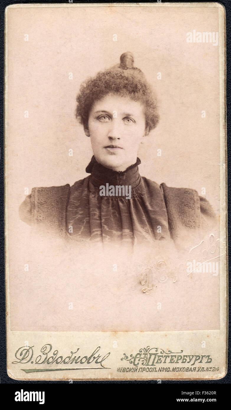 Portrait rétro d'une jeune femme, St.Petersburg, Russia, 1900? Photo Stock