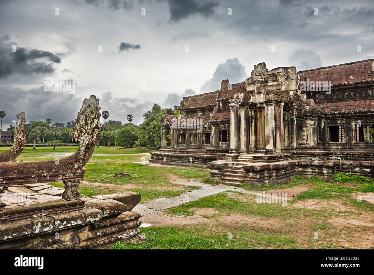 À la bibliothèque du complexe du temple d'Angkor Wat. Parc archéologique d'Angkor, la Province Photo Stock