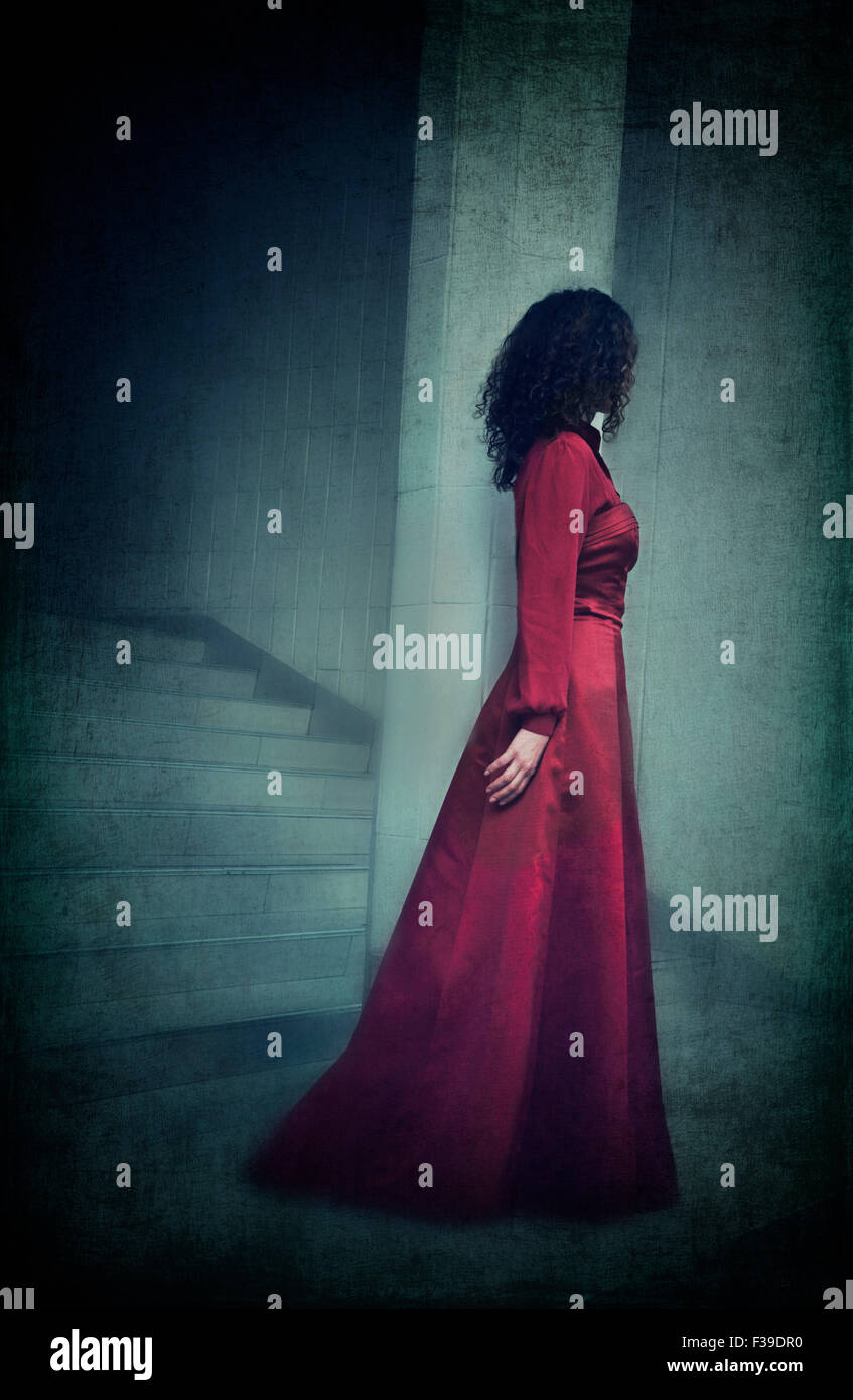 Femme en robe rouge Photo Stock