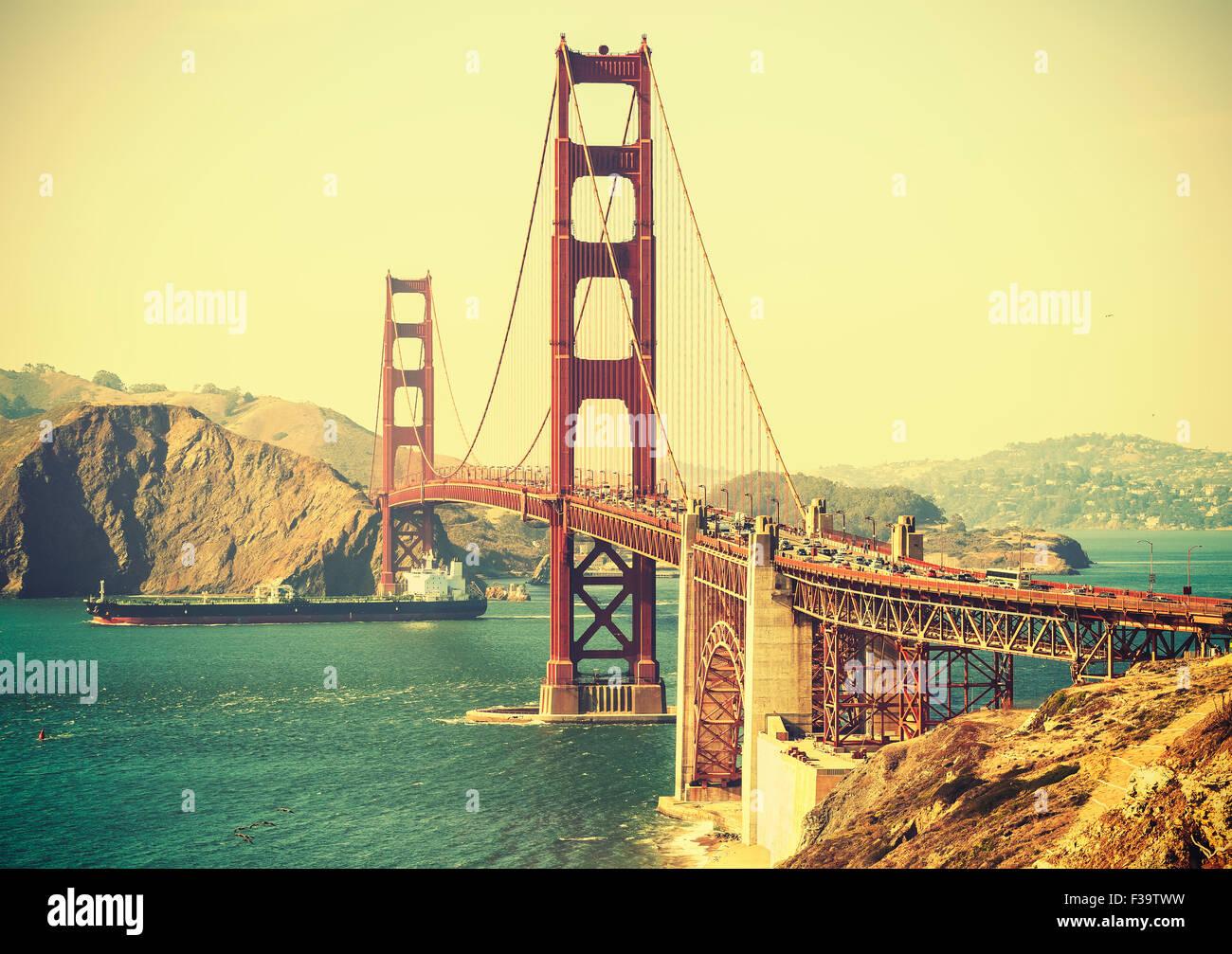 Vieux film retro style Golden Gate Bridge à San Francisco, USA. Photo Stock