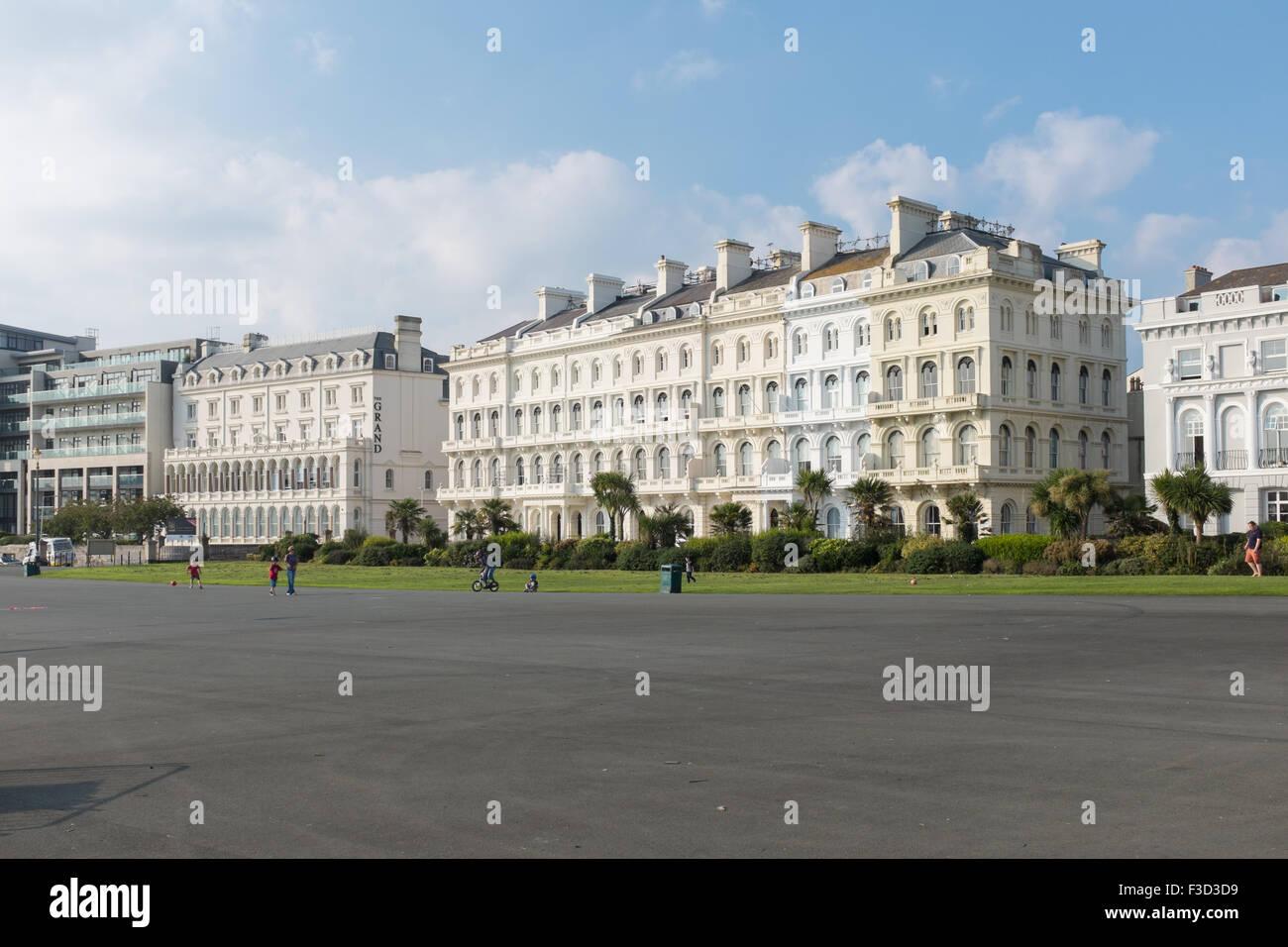Terrasse et l'ancienne Elliot Grand Hotel sur Plymouth Hoe Banque D'Images