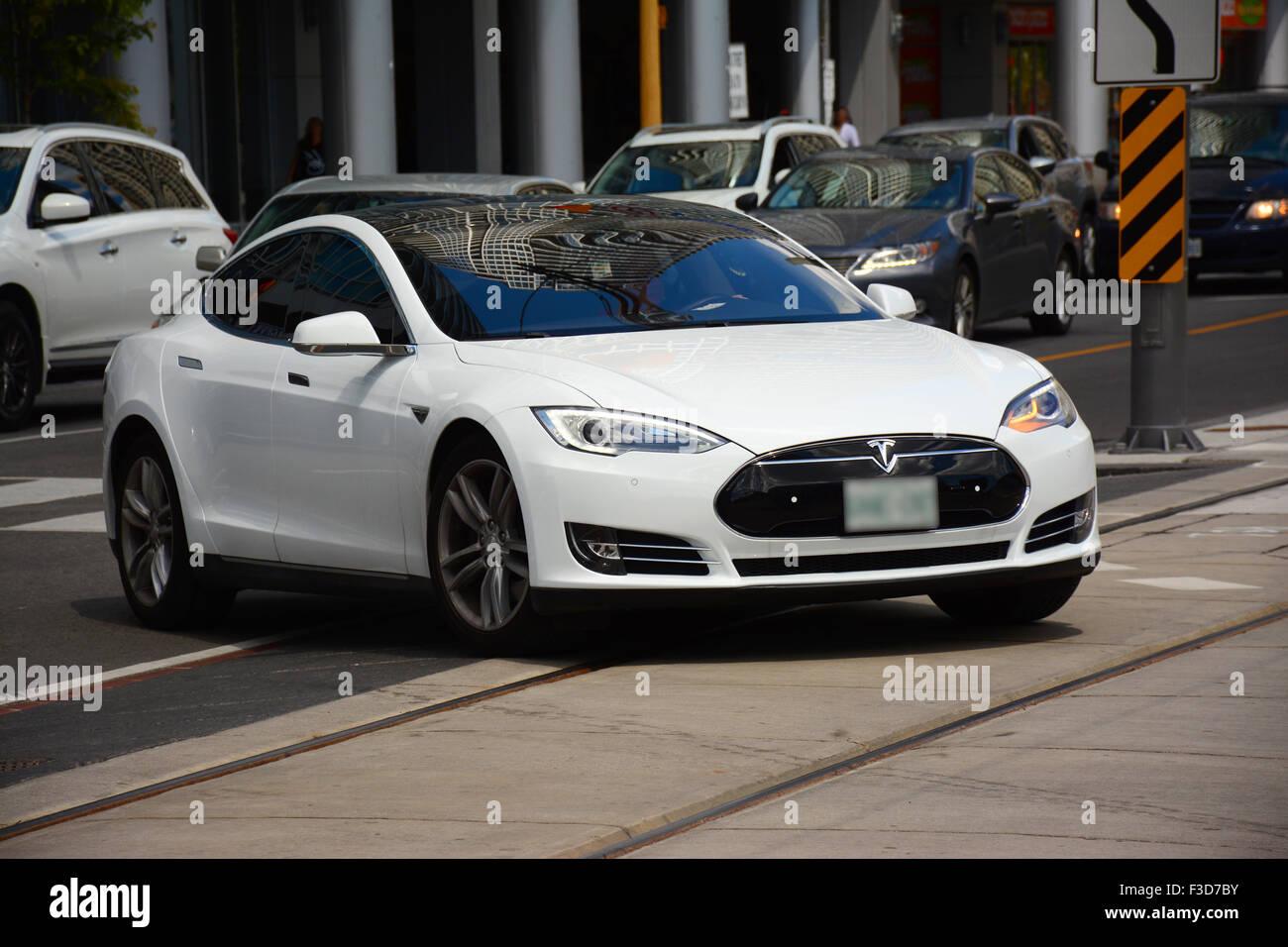 Tesla, la voiture électrique dans les rues de Toronto, Canada Photo Stock