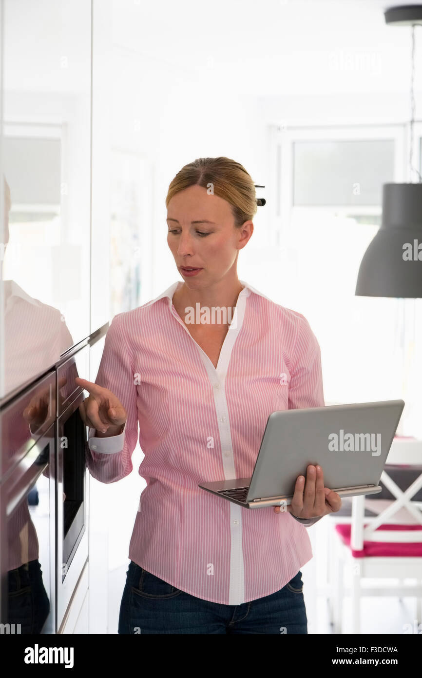 Woman in kitchen Photo Stock