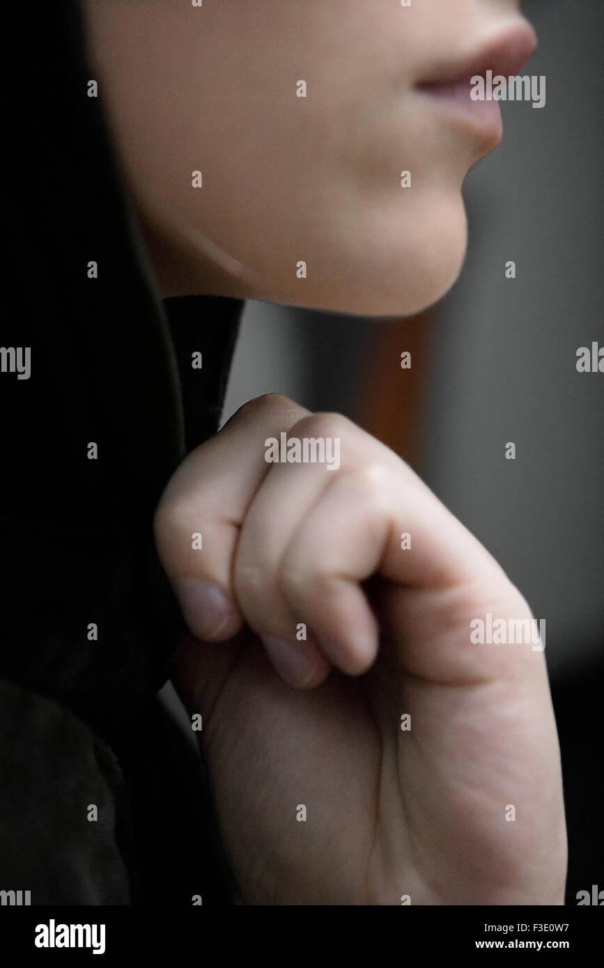 Femme avec la main sous le menton, le profil Photo Stock