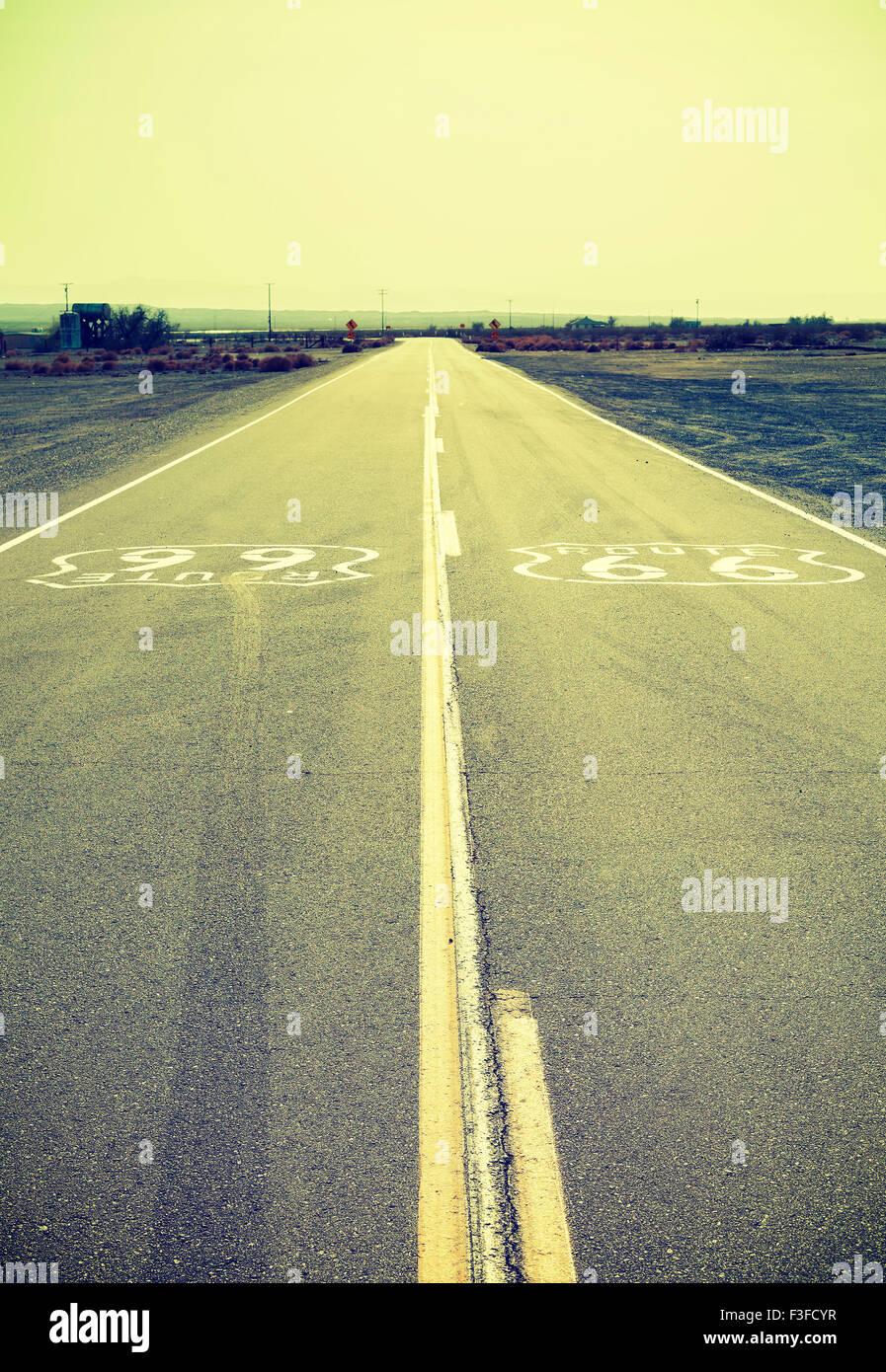 Les vieux style film transformés la Route 66, en Californie, aux États-Unis. Photo Stock