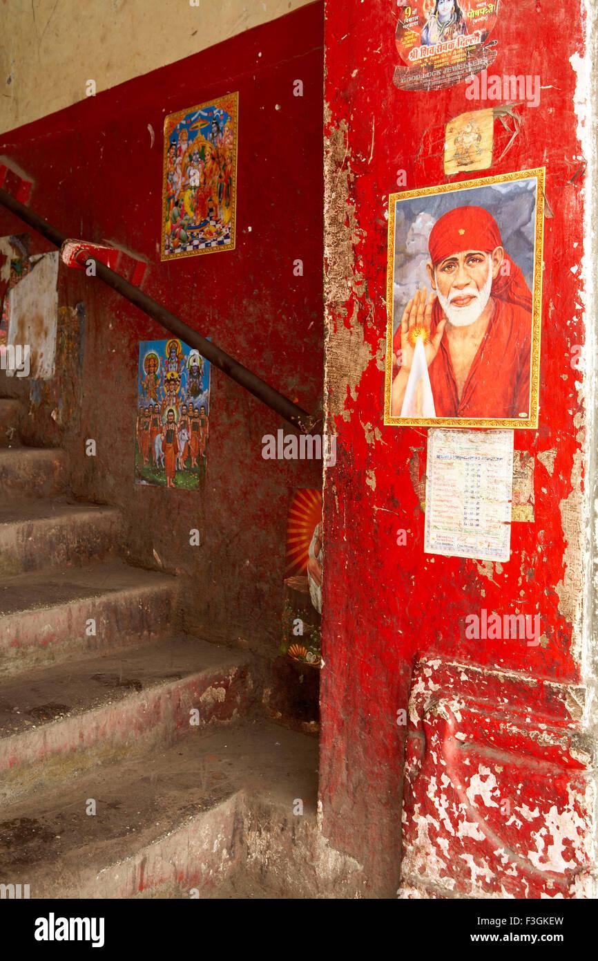 Images de dieux sur l'escalier d'un immeuble commercial décourage les gens à utiliser comme un Photo Stock
