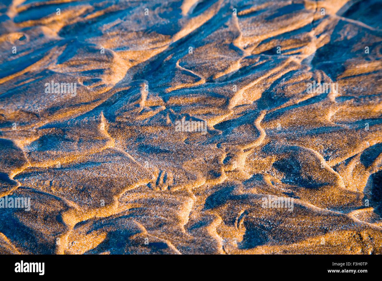 Courbe de créativité et forme texture pattern sable fine art photography; plage; Aksa Malad; Bombay Mumbai Maharashtra; Inde; Banque D'Images