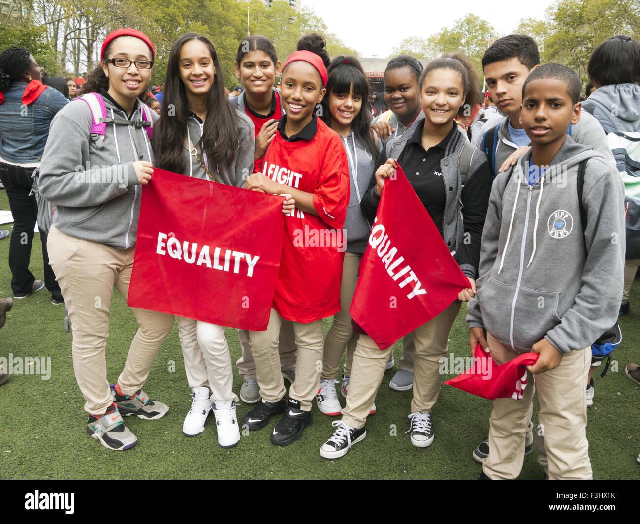 Les étudiants de l'école à charte pour l'égalité de l'École 'Rally' Photo Stock