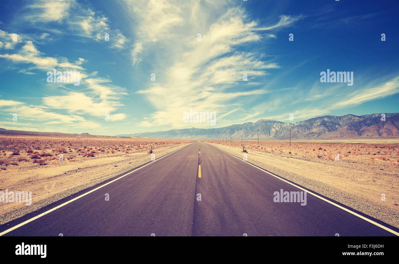 Pays style vintage autoroute en USA, voyage aventure concept. Photo Stock
