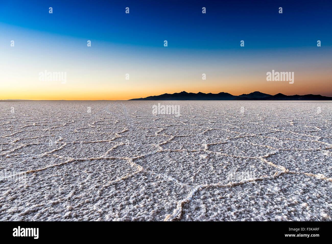 Lever du soleil dans le Salar de Uyuni, Bolivie Photo Stock