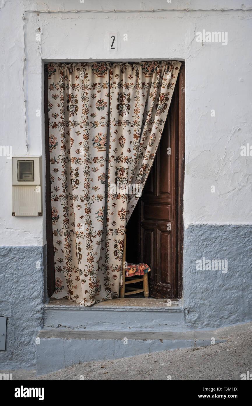 Rideau Porte D Entrée village blanc traditionnel espagnol à la maison avec une