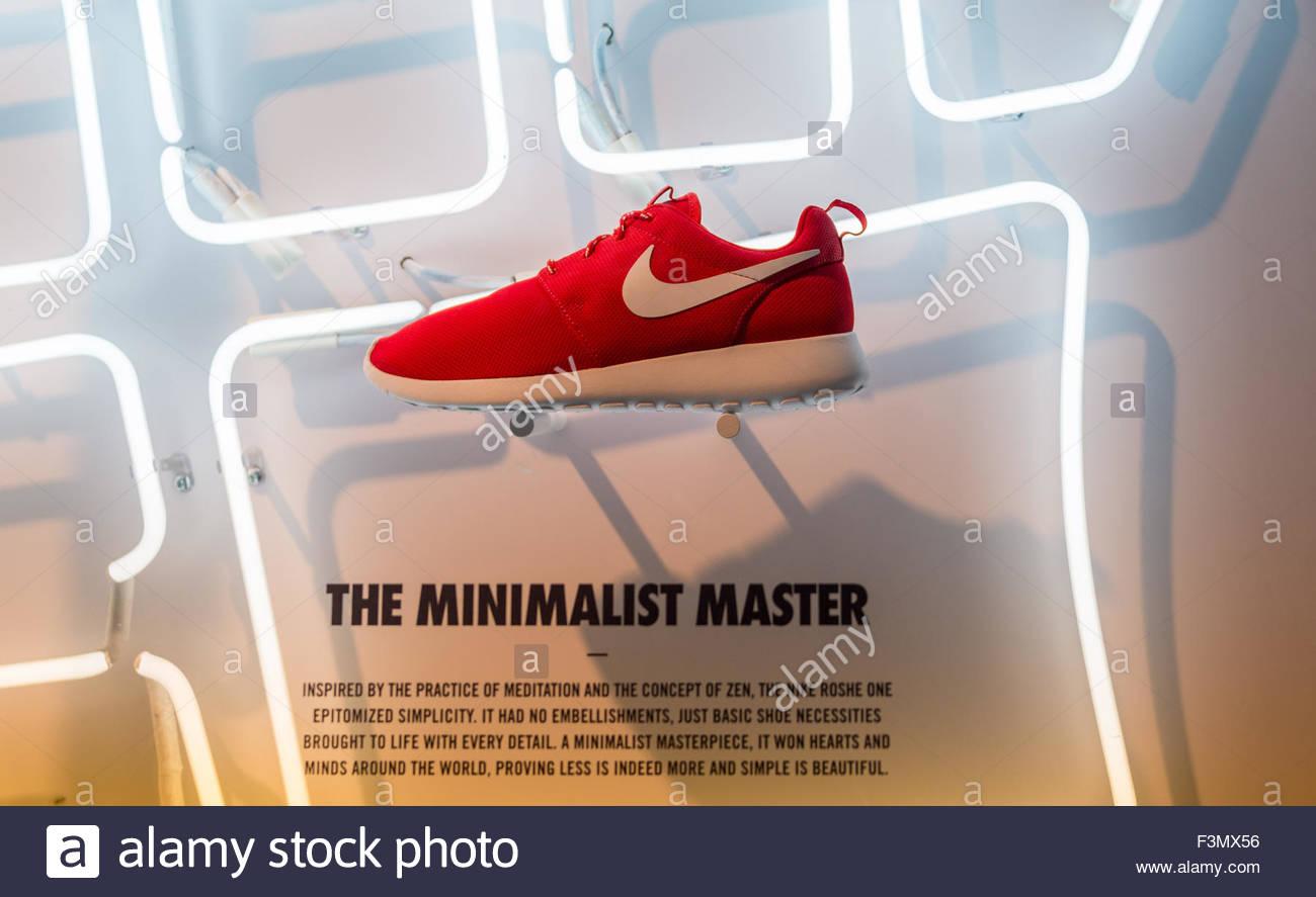 Sur Couleur Nike L Chaussure Appelé Maître Rouge Minimaliste' 'le 4L3R5qcAj