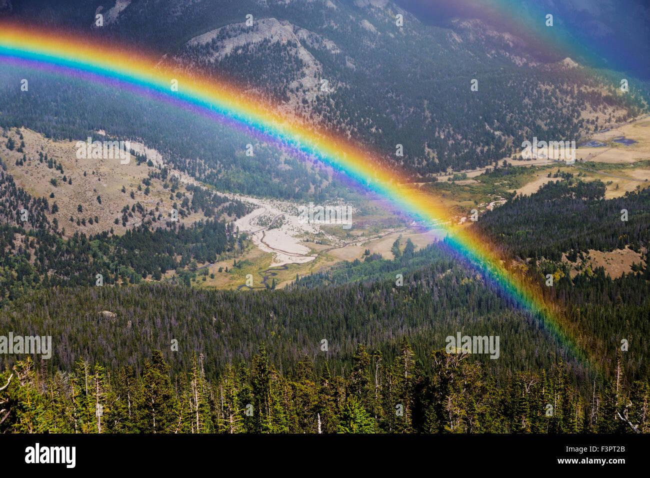 Arc-en-ciel; dynamique; complet; Courbe Arc-en-ciel; Rocky Mountain National Park, Colorado, USA Banque D'Images