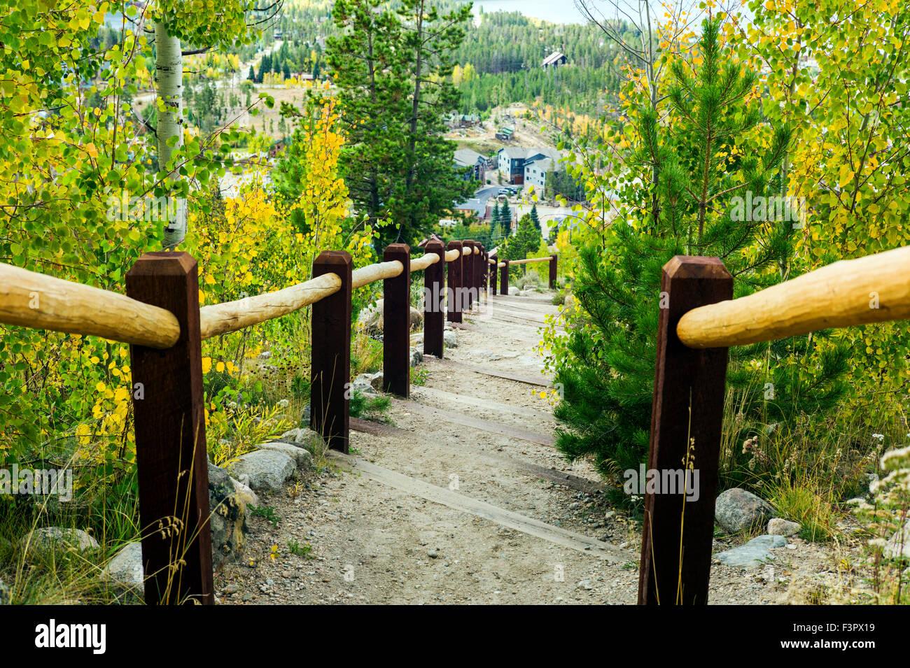 Jardin extérieur rustique escaliers ; historique Grand Lake Lodge ...
