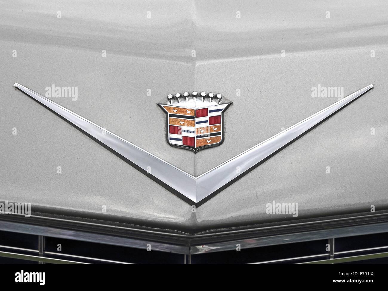 Insignes Sur Capot De Cadillac De Ville 1964 Voiture Americaine
