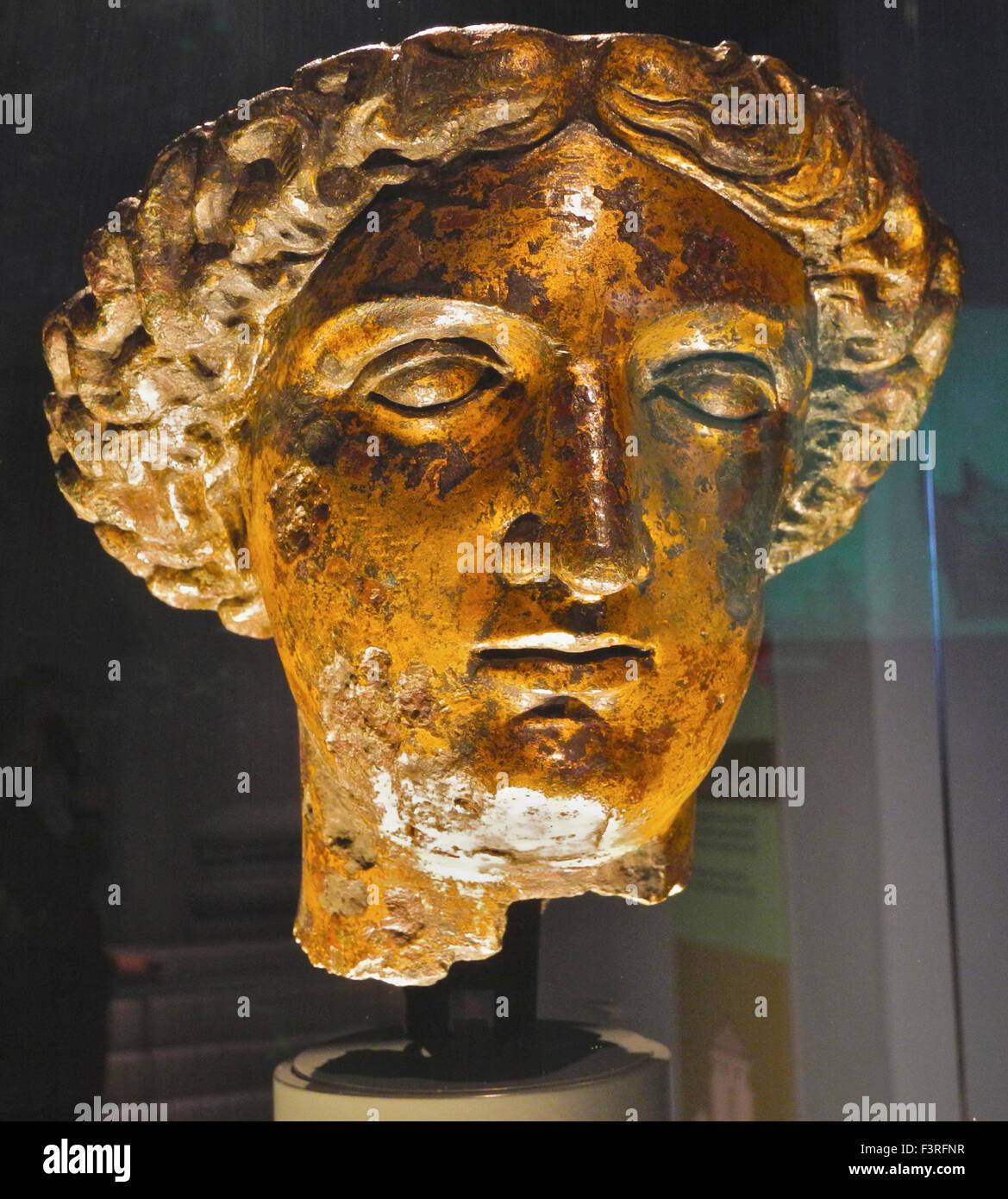 Tête de déesse romaine Sulis Minerva de la cour du temple, des bains ...