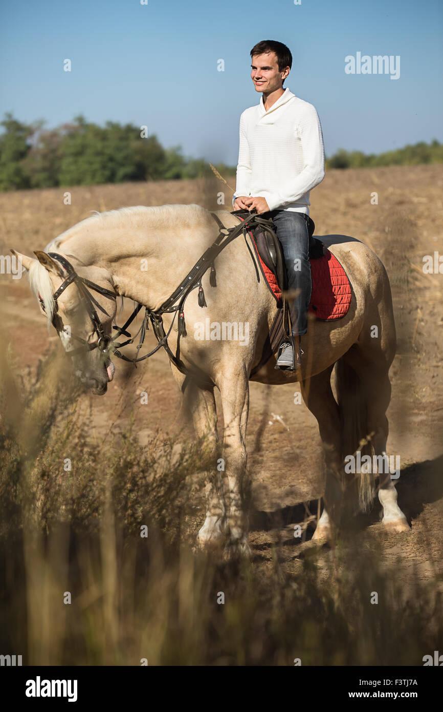 Homme séduisant à cheval, Photo Stock