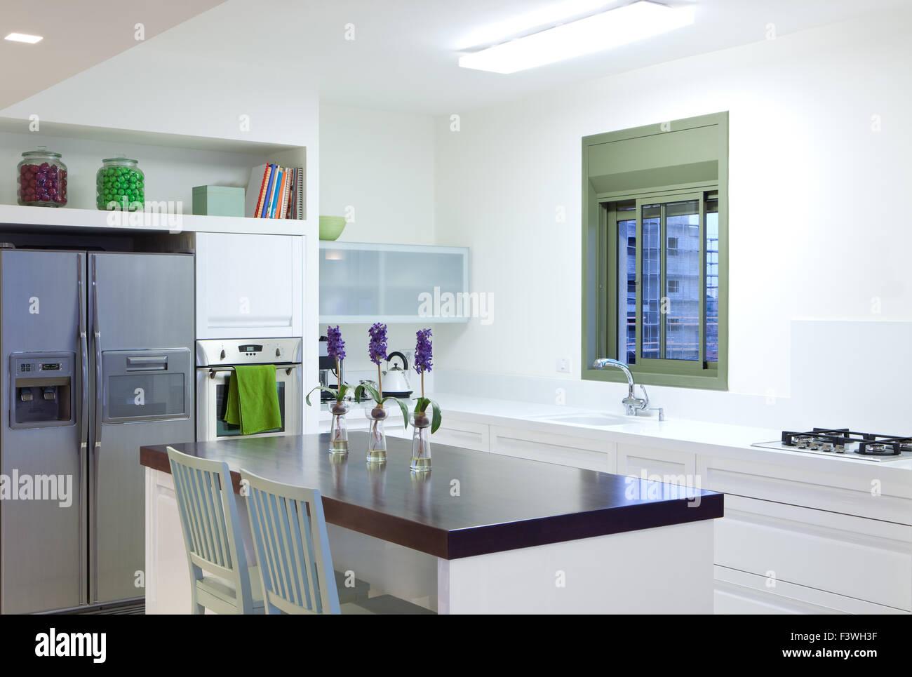Nouvelle cuisine dans une maison moderne Banque D\'Images ...