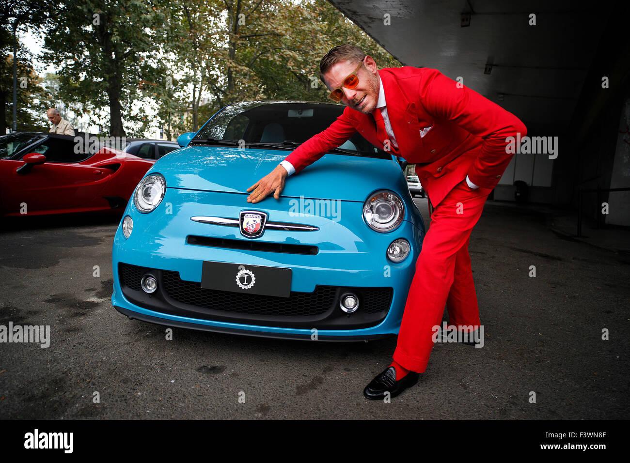 Lapo Elkann avec une Fiat 500 Abarth à l'ouverture du nouveau siège de la douane Garage Italia à Photo Stock