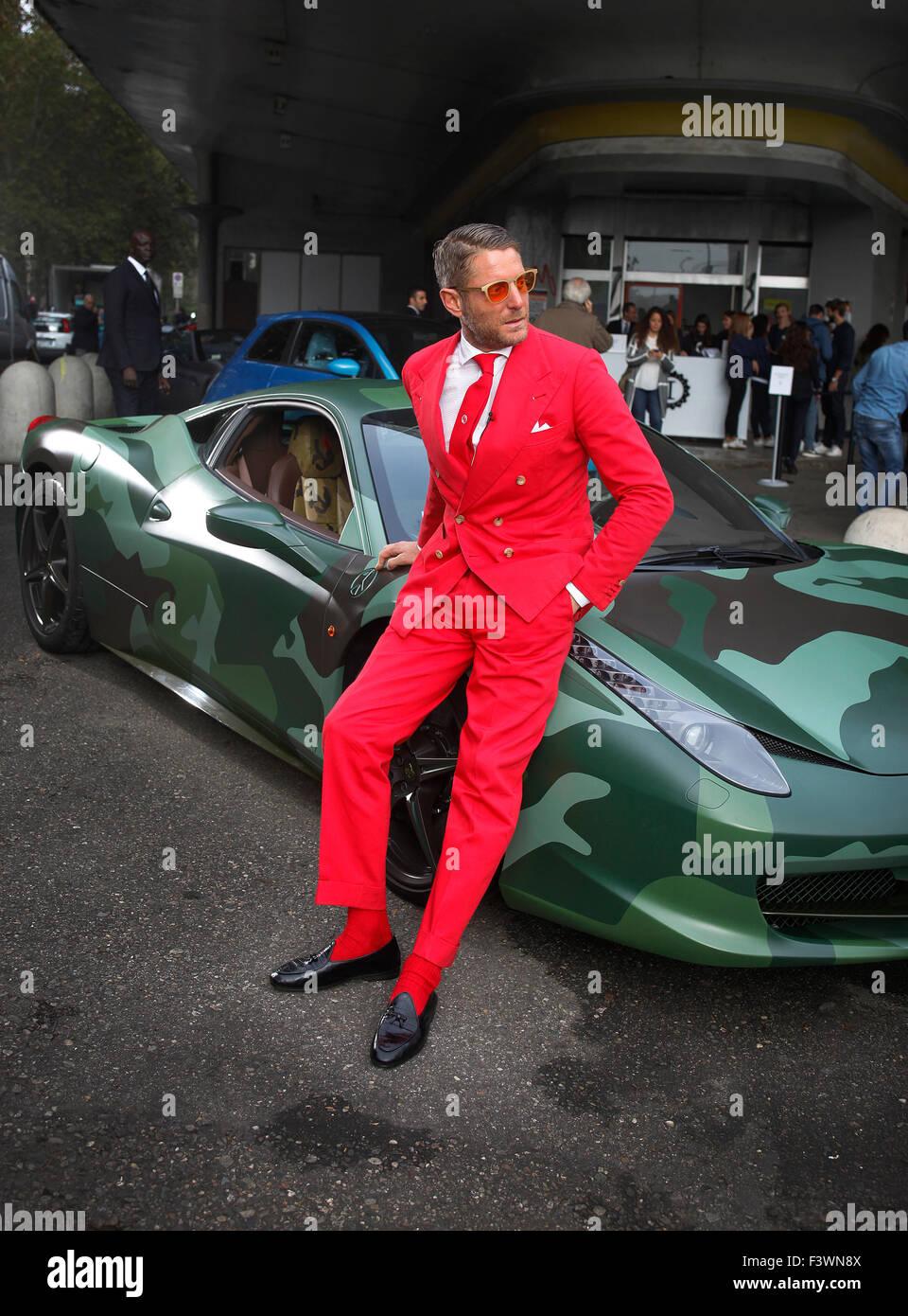 Lapo Elkann avec un camoflauged Ferrari à l'ouverture du nouveau siège de la douane Garage Italia Photo Stock