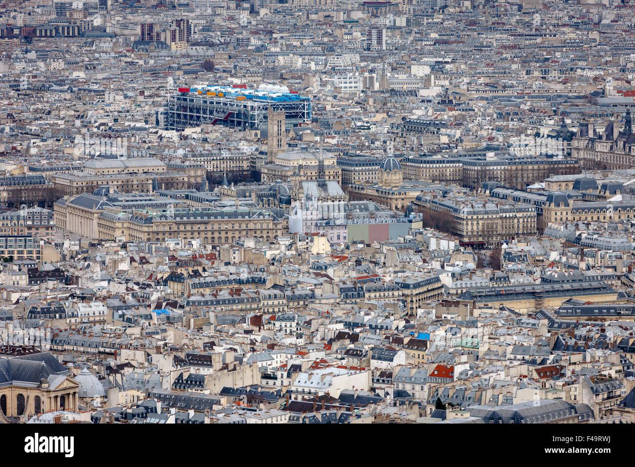 Vue aérienne de Paris, toits de la 4ème arrondissement de Paris, l'Ile de la Cité, Tour Saint Photo Stock