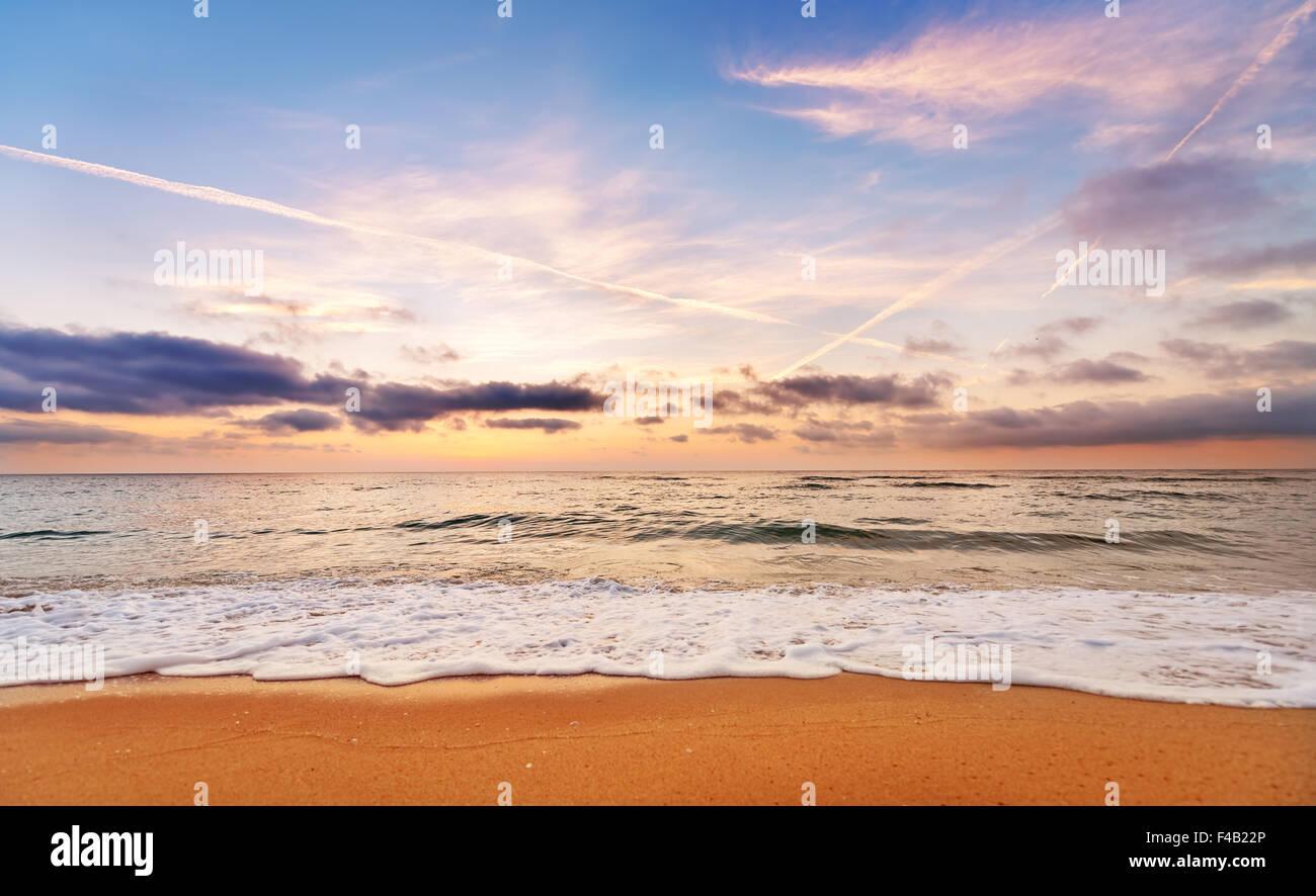 Magnifique coucher de soleil, lever du soleil horizon de mer. Banque D'Images