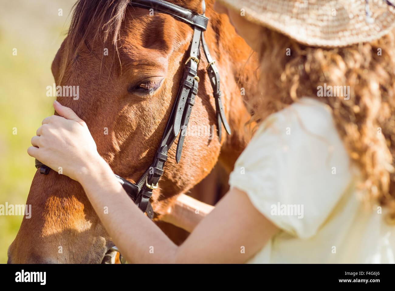 Jeune femme avec son cheval Photo Stock