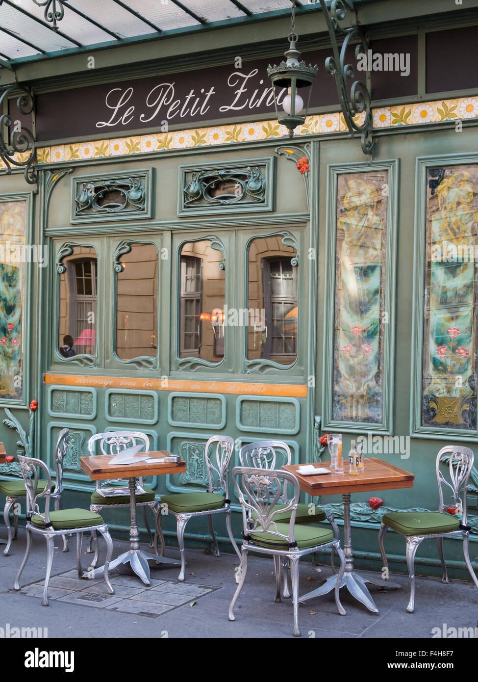 Emprty Terrasse De Cafe Parisien Art Nouveau Banque D Images Photo