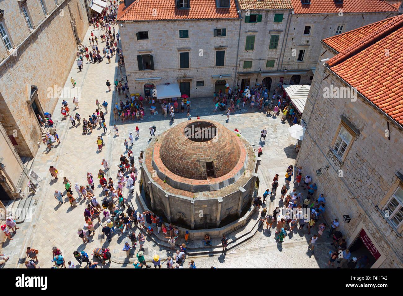 Dubrovnik, Croatie, comté de Dubrovnik-Neretva. La grande fontaine d'Onofrio. Banque D'Images