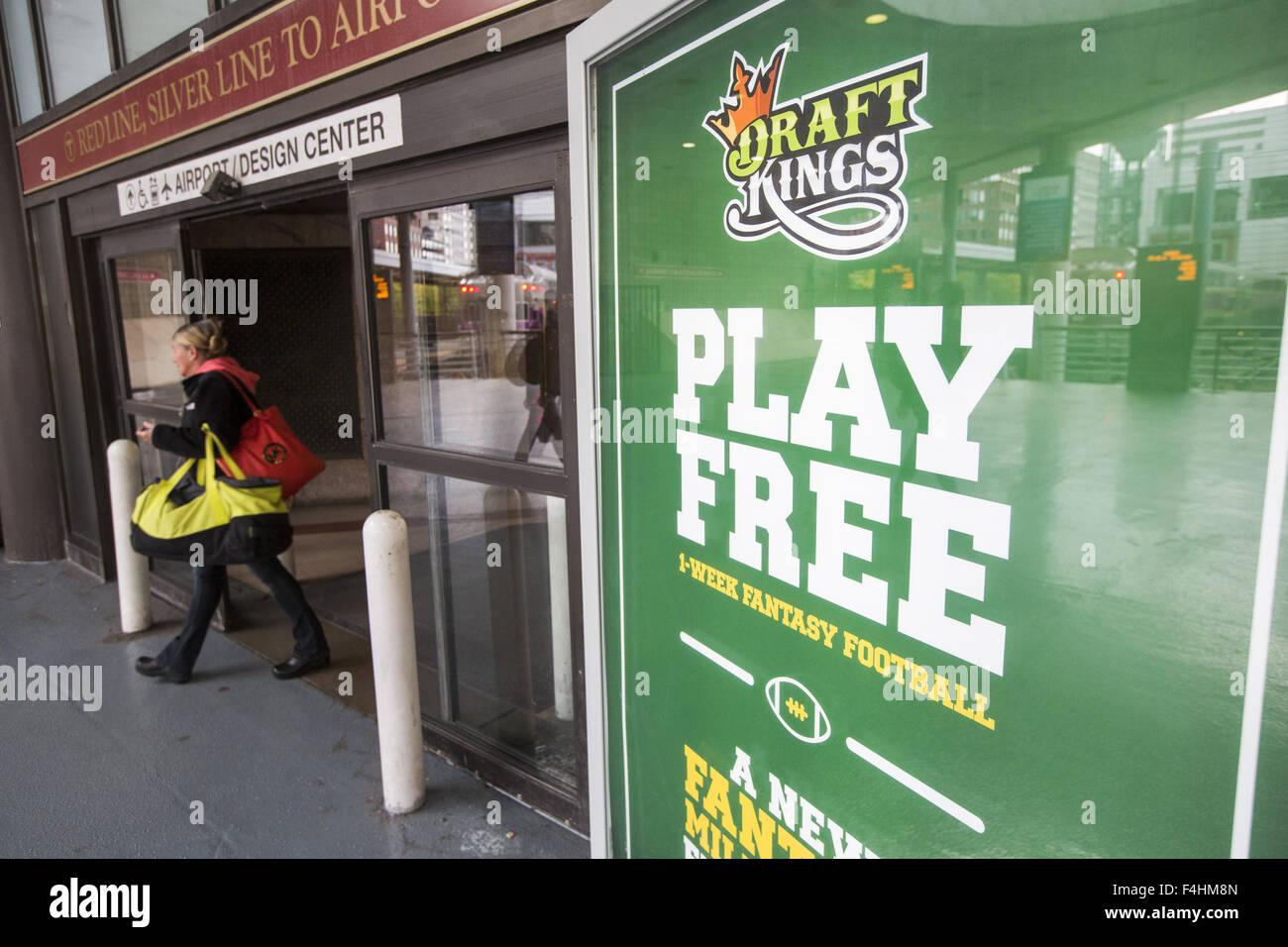 Boston, Massachusetts, USA. 18 Oct, 2015. Les petites annonces de la Boston en ligne base DraftKings site fantasy Banque D'Images