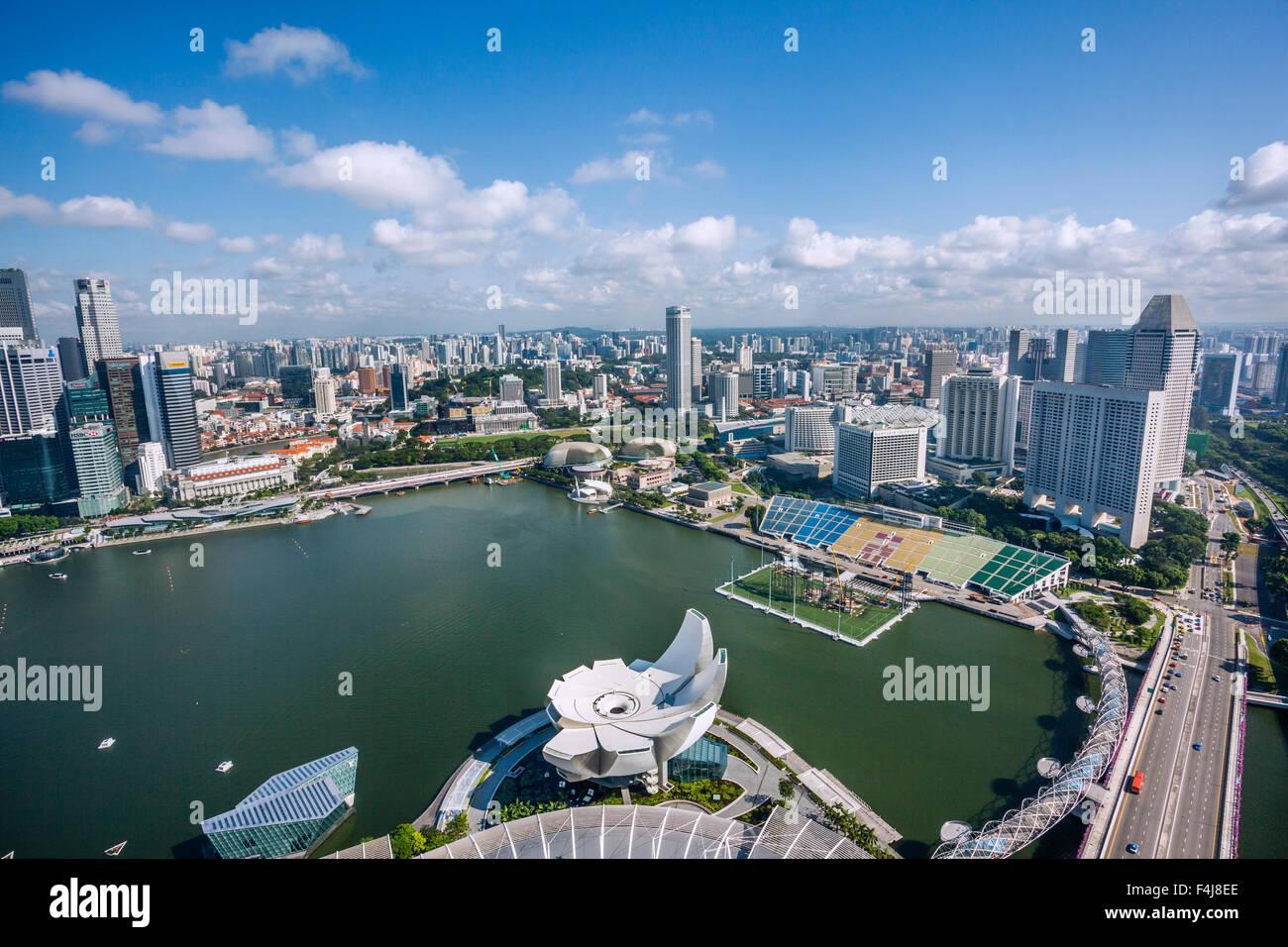 singapour  vue panoramique sur la marina bay et le port de plaisance et centre avec les th u00e9 u00e2tres
