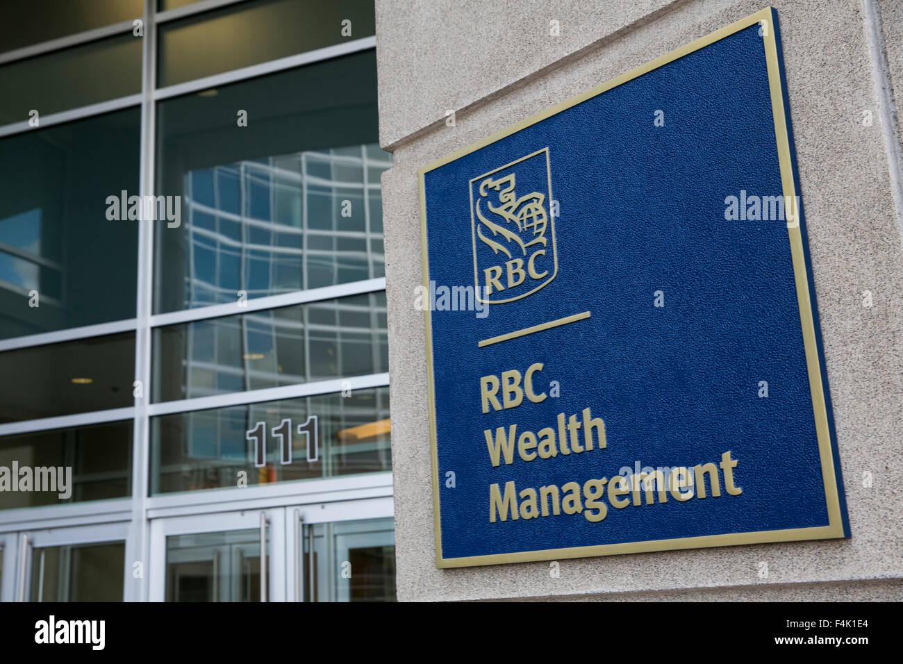 Un logo affiche à l extérieur d un immeuble de bureaux occupé par