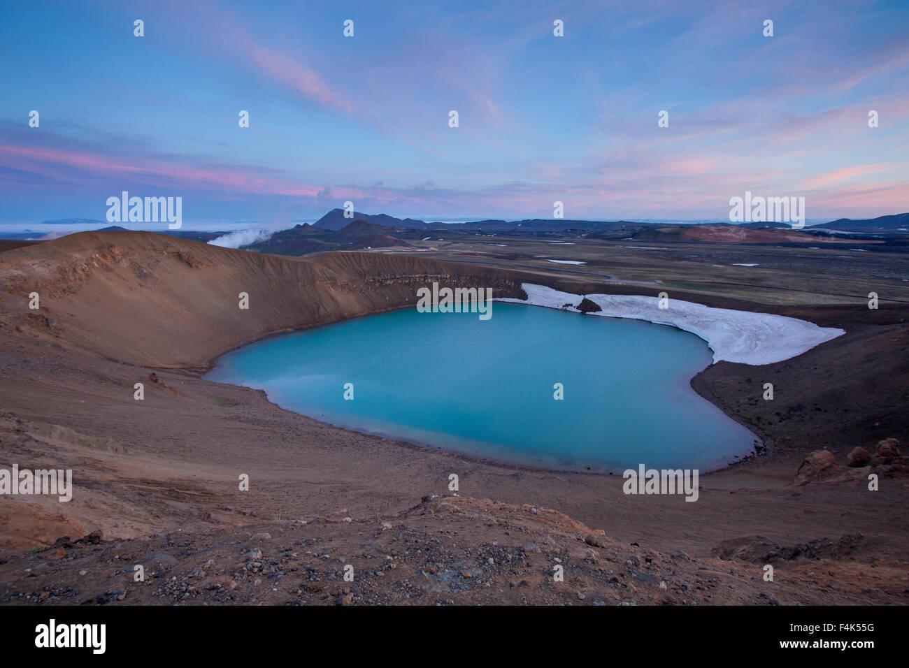Au crépuscule, cratère Viti Krafla zone volcanique, 73320 Nordhurland Eystra, Islande. Photo Stock