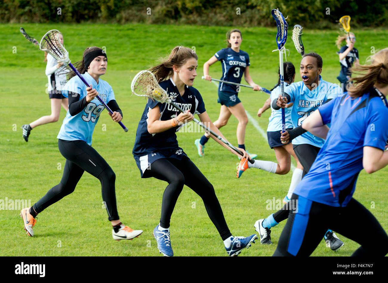 Le sport universitaire - dames match de crosse à l'Université de Warwick, Royaume-Uni Photo Stock